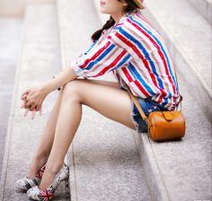 Stripey shirt, tan barrel bag & pain splattered heels....love!