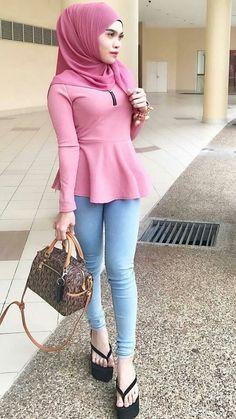 Casual Hijab Outfit, Hijab Chic, Hijabi Girl, Girl Hijab, Beautiful Hijab, Beautiful Asian Girls, Hijab Jeans, Miranda Kerr Style, Hijab Fashionista