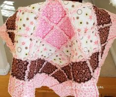 Cute rag quilts make the best quick baby girl quilts. This Borders Baby Rag Quilt uses pink and brown flannel squares in a concentric pattern for an adorable baby quilt. Make this baby quilt pattern for an upcoming baby shower or for your own baby. Quilting Tutorials, Quilting Projects, Sewing Tutorials, Sewing Crafts, Sewing Projects, Baby Rag Quilts, Girls Quilts, Patchwork Quilting, Diy Quilting