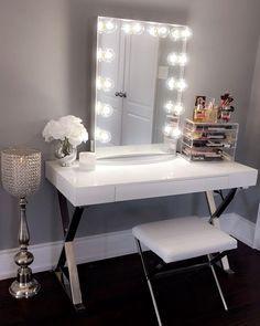 43 Modern Makeup Vanity Ideas You Should Build - Home Design Ideas Modern Makeup Vanity, Ikea Makeup Vanity, Diy Vanity Mirror, Vanity Room, Vanity Ideas, Makeup Vanities, Makeup Vanity In Bedroom, White Makeup Vanity, Mirror Desk