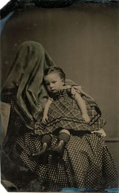 Hidden Mother Photographs History Behind Scenes Post Mortem Photography, Old Photography, Family Photography, Antique Photos, Vintage Photographs, Old Photos, Vintage Children Photos, Vintage Images, Vintage Postcards