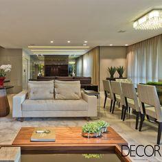 Apartamento de 240 m² tem décor composto por linhas retas e paleta em tons de bege, criando uma atmosfera clean e agradável. Com assinatura de Viviane Loyola, a morada traz mescla aconchego e requinte.