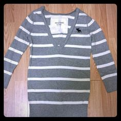 A & f 3/4 sleeve sweater Is great condition! Abercrombie & Fitch Sweaters V-Necks
