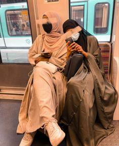 Hajib Fashion, Abaya Fashion, Muslim Fashion, Fashion Outfits, Modest Fashion Hijab, Modern Hijab Fashion, Hijab Fashion Inspiration, Hijabs, Hijab Style Tutorial
