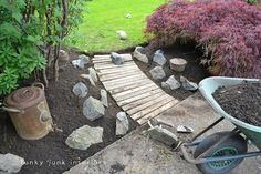 Reclaimed pallet wood pathway. Simple and pretty! outdoor-decor-and-gardening