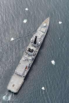 Royal Navy Type 23 Frigate HMS Montrose Navigates the Ice Pack in the South Atlantic by Defence Images, via Flickr