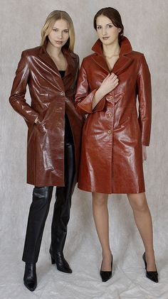 lovely in leather 2000s Fashion Trends, Early 2000s Fashion, 70s Fashion, Long Leather Coat, Leather Trench Coat, Leather Jacket, Red Leather, Leather Trousers Outfit, Trouser Outfits