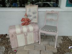 Love this grouping together! I think it would be perfect for a little girls room!