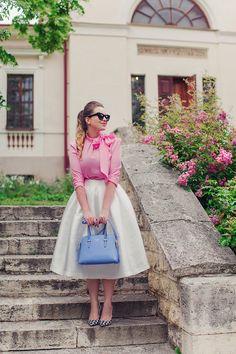 fondoffemininity: So deliciously feminine!@ The Daily Panty Stylish Dresses For Girls, Modest Dresses, Modest Outfits, Skirt Outfits, Classy Outfits, Cute Dresses, Girls Dresses, Arab Fashion, Jw Fashion