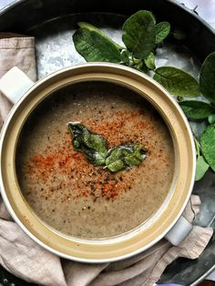 Quick and easy Slimming World friendly mushroom soup Easy Mushroom Soup, Mushroom Soup Recipes, Slimming World Mushroom Soup, Healthy Crackers, Savory Snacks, Savoury Recipes, Easy Healthy Recipes, Gourmet Recipes, Vegan Recipes