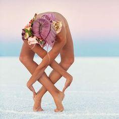 Dovada că yoga poate fi inspiraţională şi sexy - GALERIE FOTO