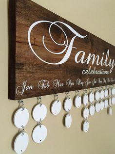 Handgemaakte familie verjaardag Board - familiefeesten-Board - familie verjaardag kalender - viering Board - muur opknoping door InfiniteDesigns4u op Etsy https://www.etsy.com/nl/listing/270149809/handgemaakte-familie-verjaardag-board