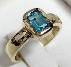 Charming Vintage 9ct Gold Blue Topaz & Diamond Ring