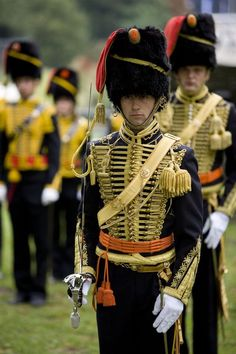 dutch museum of military uniforms - Bing images British Army Uniform, Men In Uniform, Scottish Army, Royal Horse Artillery, An Officer And A Gentleman, Army Clothes, Military Looks, Uniform Design, Military Style Jackets
