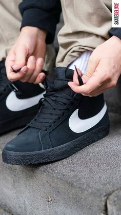 Check out the Nike SB Blazer Mid in the colorway Black White Black! Nike Zoom, Nike Sb, Nike Air Max, Skate Shoe Brands, Skate Shoes, Air Max Sneakers, Sneakers Nike, New Skate, Shoe Releases