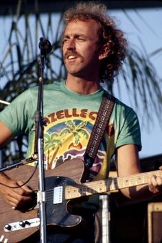 Bernie Leadon - Founding Member of the Eagles, and lead gutar and Banjo! Eagles Take It Easy, The Eagles, Eagles Band, Rock N Roll Music, Rock And Roll, Great Bands, Cool Bands, Glen Frey, Country Rock Bands