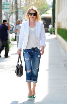 white blazer, t-shirt and boyfriend jeans. want the bag, the jeans and everything else!