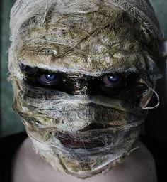 zombie night http://www.makeupbee.com/look_zombie-night_50408