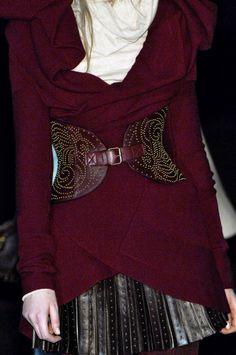 Rose-Style, coco-is-haute: Alexander McQueen Alexander Mcqueen, Alex Mcqueen, Mode Chic, Mode Style, Ethno Style, Fashion Details, Fashion Design, High Fashion, Womens Fashion