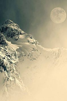 sound of silence - montagna innevata - luna - moon - snow mountain Beautiful Moon, Beautiful World, Beautiful Places, Beautiful Pictures, All Nature, Amazing Nature, Stars Night, Magic Places, Nature Sauvage
