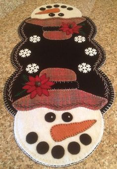 """Primitive Wool Penny Rug Table Runner """"Twinkle the Snowman"""" Christmas"""