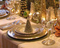 South Shore Decorating Blog. Striking table setting for Christmas. #ChristmasDecorations