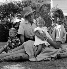 Humphrey Bogart und Lauren Bacall, mit ihren Kindern Stephen und Leslie.