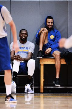 """Kevin Durant & Stephen Curry • """"Cakewalk"""""""