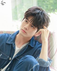 Ong Seung Woo, Wheein Mamamoo, Types Of People, Body Poses, Ulzzang Boy, Seong, 3 In One, Asian Boys, Korean Singer