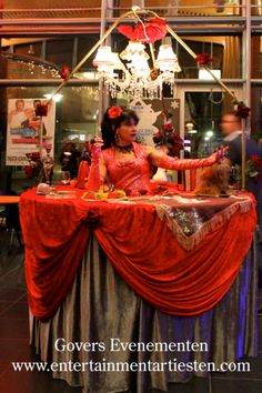 Waarzegster met Tarot Bar Tarot, Table Decorations, Home Decor, Decoration Home, Room Decor, Dinner Table Decorations, Tarot Decks, Interior Decorating, Tarot Cards