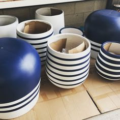 Indoor Flower Pots, Earth Design, Painted Flower Pots, Garden Pots, Potted Plants, Garden Design, Indigo, Pottery, King