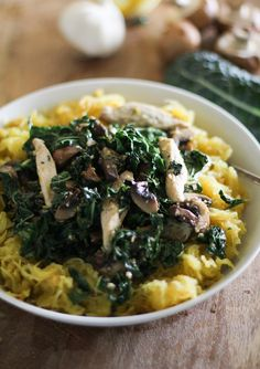 Garlicky Spaghetti Squash with Chicken, Mushrooms, and Kale #paleo (omit cayenne pepper for AIP)