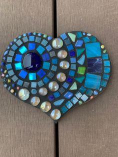 Mosaic Diy, Mosaic Crafts, Mosaic Projects, Mosaic Tiles, Art Projects, Mosaic Rocks, Mosaic Glass, Glass Art, Adult Crafts