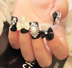 10 PCS Japanese 3D Nail Art, Press On Nails, False Nails - Beautiful black and white Diamond Rhinestones Nail Tips