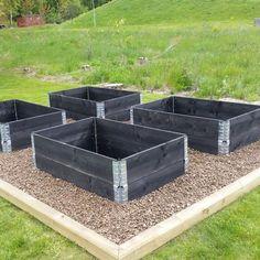 Building A Raised Garden Bed with legs For Your Plants Veg Garden, Vegetable Garden Design, Garden Boxes, Building A Raised Garden, Raised Garden Beds, Outdoor Garden Bench, Outdoor Gardens, Gardening For Beginners, Gardening Tips