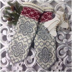 Ravelry: Julros (Helleborus) pattern by JennyPenny Knitted Mittens Pattern, Fair Isle Knitting Patterns, Knit Mittens, Knitting Charts, Knitted Gloves, Knitting Stitches, Knitting Socks, Hand Knitting, Knitted Dolls