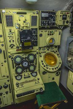 """ゴーキー建造所 ソム級 タンゴ級 潜水艦 Подводные лодки проекта """"Сом"""" Tango-class Submarine Blender 3d, Spaceship Interior, Mechanical Design, Retro Futurism, Battleship, Control Panel, Dieselpunk, Computer, Radios"""