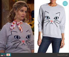 Kimmy's cat sweatshirt on Fuller House.  Outfit Details: https://wornontv.net/87721/ #FullerHouse