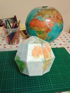Cabrioles et Cacahuètes: Le Paper Globe Globe, Decorative Boxes, Paper Crafts, Montessori, Science, Education, Speech Balloon, Tissue Paper Crafts, Paper Craft Work