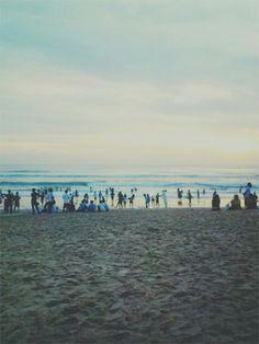 Bersemi dan tetap akan bersemi, mewangi dan tetap akan mewangi, bersama dirimu, walau kini tlah jauh, kasih..suatu saat di Kuta Bali. AH.