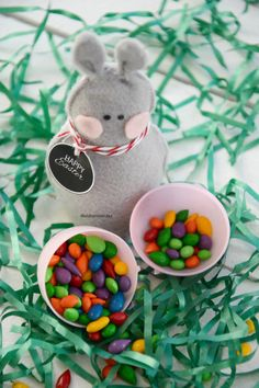 Today I want to share with you how I made these Felt Easter Bunnies. The fun thing about these Easter Bunnies is that they slide over the top of a plastic easter egg that you can fill with goodies. They also fit on an EOS Lip Balm…so you can slide one of those into the …
