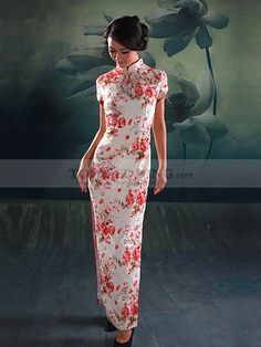 A perfect work of lace and silk, say Western culture and Chinese culture, comes into being in this ankle length Cheongsam.
