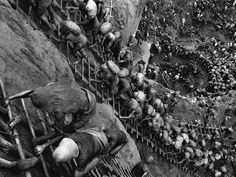 Sebastião Salgado - Gold mine, Serra Pelada in the federal state of Pará, Brasile 1986