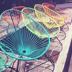 I love colorful Mexican chairs (my sister is gonna give me one soon yay!) Which color is your favorite? This are called Acapulco chairs // Me encantan estas sillas mexicanas súper coloridas. Mi hermana me va a dar una muy pronto! Cual es su color favorito??