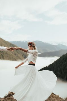 Don't let a smaller budget stop you from having the wedding of your dreams! Destination elopements are all the rage, and what better place than the Pacific Northwest?
