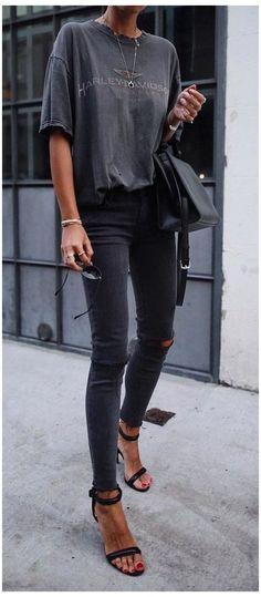 Fashion Mode, Look Fashion, Womens Fashion, Fashion Trends, Fashion Black, Trendy Fashion, Trendy Style, Fashion Stores, Timeless Fashion