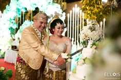 Traditional Javanese Wedding With Modern Twist | Head over to http://www.bridestory.com/blog/traditional-javanese-wedding-with-modern-twist