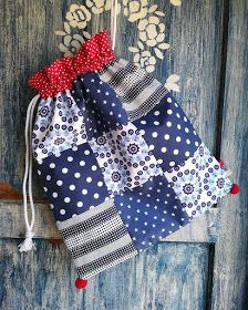 Patchwork Bags, Gift Bags, Sewing Tutorials, Christmas Stockings, Purses And Bags, Pouch, Blue And White, Quilts, Couture