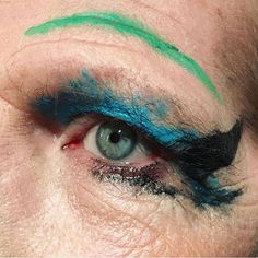 """RG @athenapaginton. Makijaż powstał przy okazji otwarcia wystawy """"Queer British Art 1861—1967"""". Warto się wybrać, jako że to pierwszy tak szeroki przegląd sztuki queerowej w @tate. Macie czas do 1 października! #queer #makeup #elementzenski"""