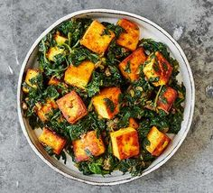 An Indian dish with plenty of flavour, saag paneer is a well-loved vegetarian si. An Indian dish with plenty of flavour, saag paneer is a well-loved vegetarian side. It& rich in calcium and folate from the spinach and is gluten-free too Saag Paneer Recipe, Paneer Recipes, Vegetarian Side Dishes, Vegetarian Recipes, Healthy Recipes, Vegetarian Dinners, Protein Recipes, Veggie Dishes, Kitchens